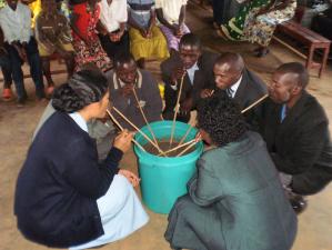 Compartir del jugo de sorgo el 11 de noviembre de 2012 a Higiro, un símbolo fuerte de la Comunión de los Rwandeses.